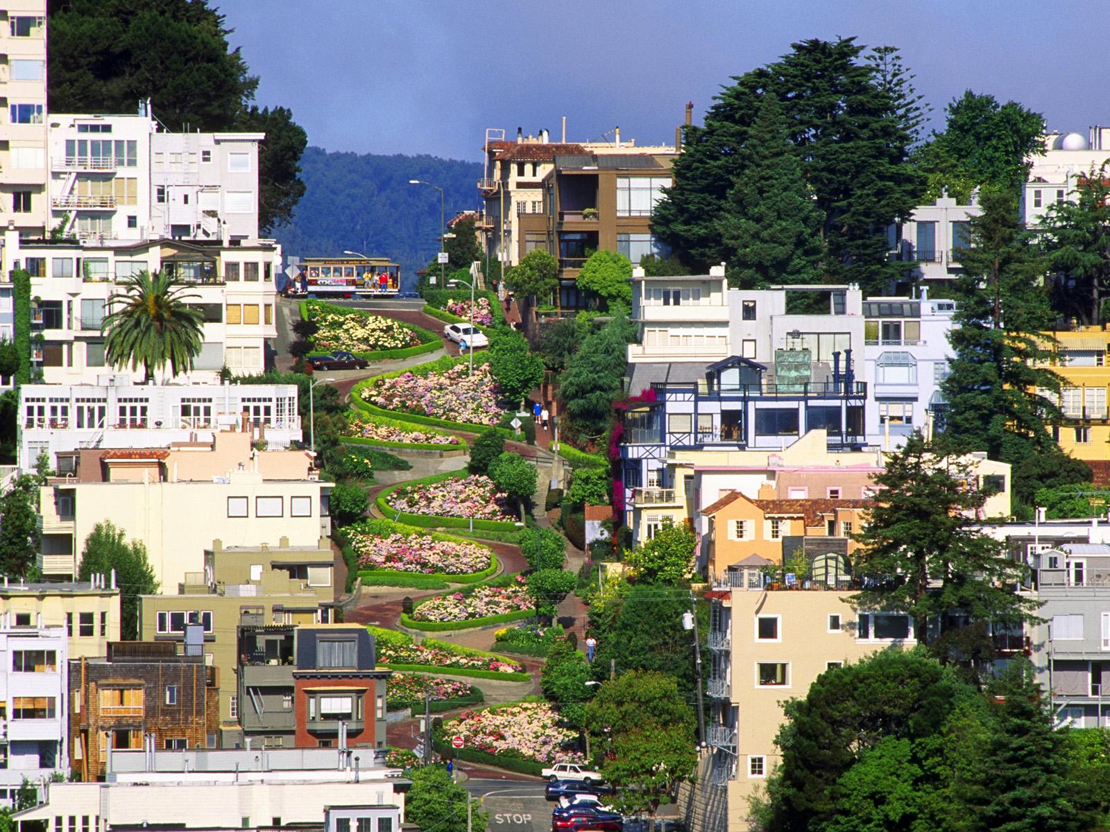 Lombard-Street-San-Francisco